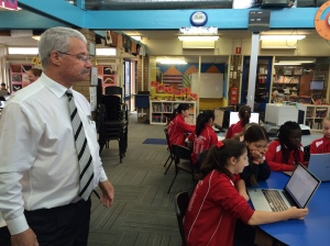 Tony Bryant with Silverton PS students.